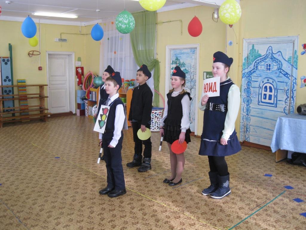 Выступление отряда ЮИД «ЗЕЛЕНЫЙ ОГОНЕК» в детском садике «Тополек»