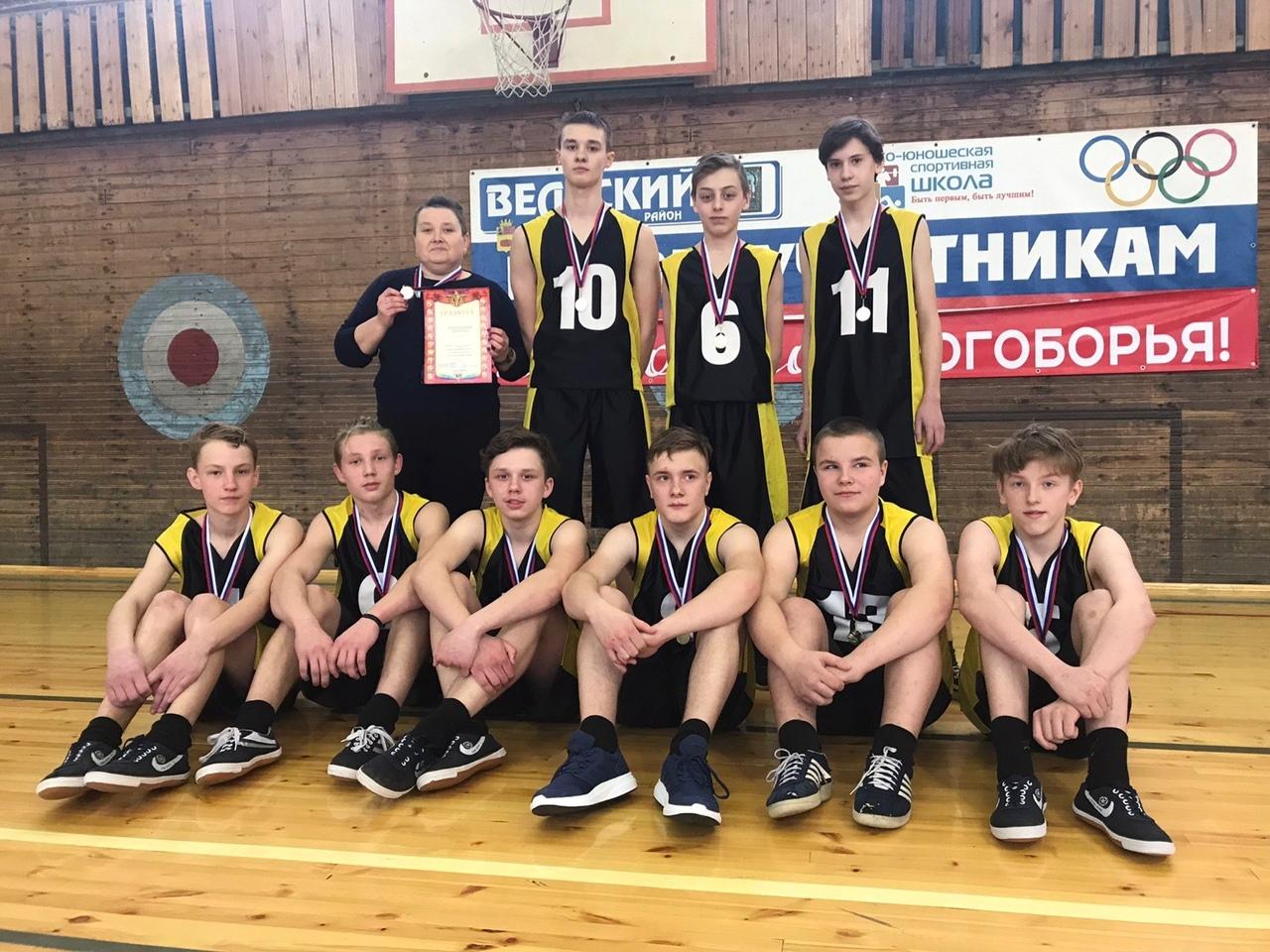 1 место по баскетболу в районных соревнованиях
